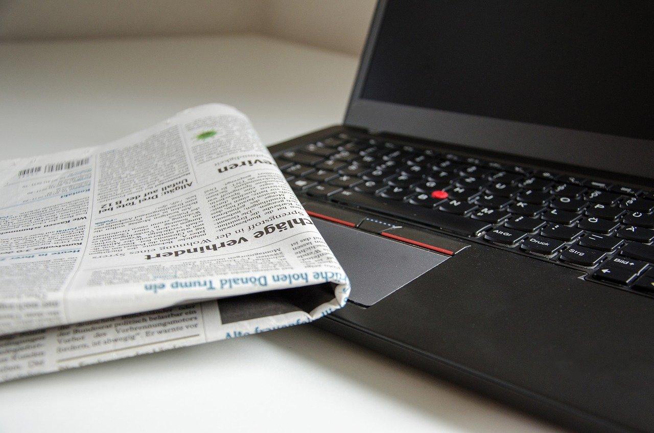 Presse - Laptop und Zeitung